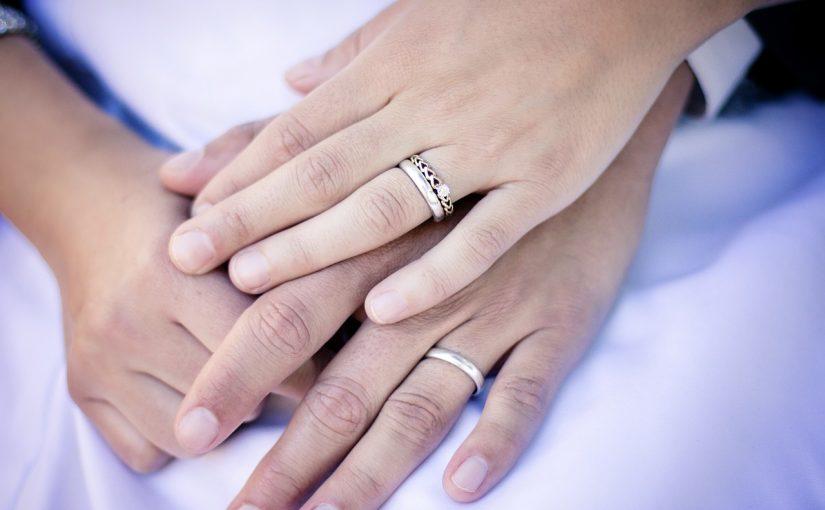 Wer kauft und bezahlt die Verlobungsringe?